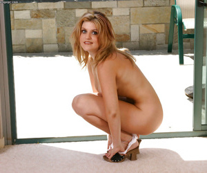 Amateur milf Tyla Winn is showing her stunning ass in hot lingerie