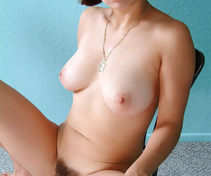 Latina Nancy is trying to stretch her cute-looking hairy vagina