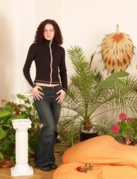 Convivial amateur teen babe Andrea is spreading her gully-hole