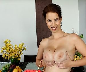 Young amateur model unveils her big natural tits as she takes off her clothes