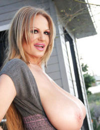 Kelly Madison loves showing off her amateur mature tits outdoor
