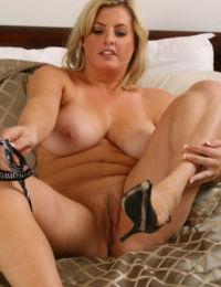 Amateur moms huge tits make a good landing pad for hubbys hot cum