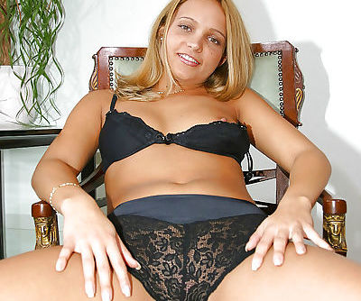 Andres showing her dreamy body and fingering for pleasure