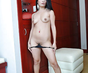 Sexy Thailand chick Keithlene making her nude modelling debut