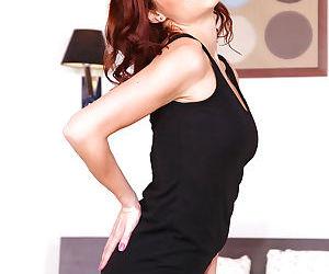 Amateur Euro babe Antonia Sainz shedding leggings and panties to expose ass