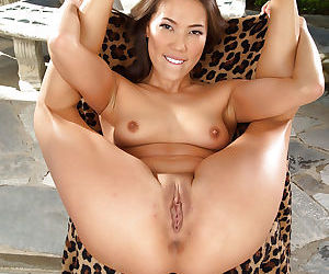 Amateur Asian brunette Kalina is spreading her stunning pussy
