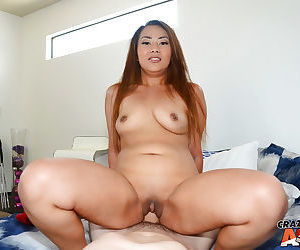 Asian amateur babe with a round ass gets her pussy banged hardcore from behind