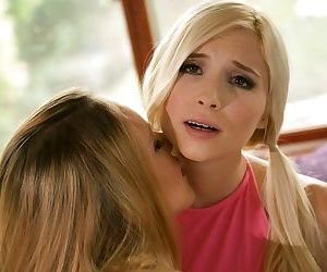 Amateur blonde teens Hollie Mack and Piper Perri kiss before pussy licking