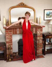 Amateur mature actress in red dress Maria wishes to cum really hard
