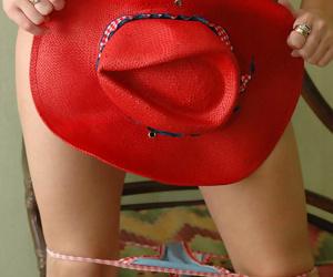 Cute teen girl takes off her bikini to pose nude in a straw hat