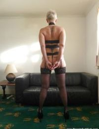 Older amateur Scarla Swallows exhibiting wide open cunt in black stockings