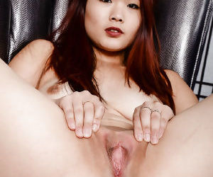 Amateur Asian girl Lea Hart showing off pink pussy for close ups