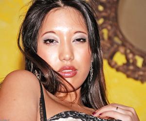 Sultry Asian amateur Makino flashing hanging upskirt labia lips