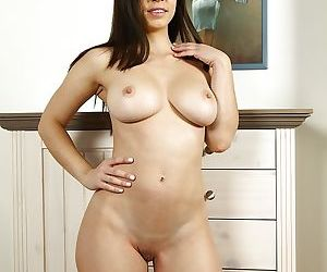 Brunette Nekane pulls down her bra to show off bubbles and fingers twat hard