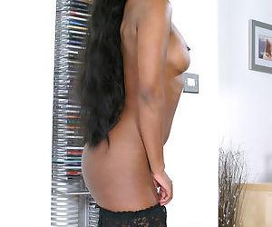 Teen babe reveals her Ebony amateur ass in high heels feat. Karis