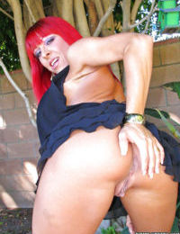 Mature babe with red hair Whitney Wonders shows off outdoor