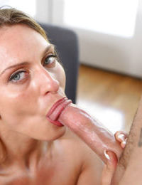 Mature blonde Madison fucks in her pussy and gets a nice creampie