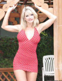 Mature blonde Vicky Vette is spreading her legs and masturbate