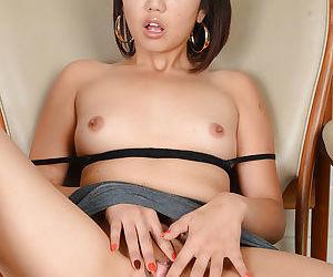 Asian amateur Miko Dai finger fucking bald Oriental pussy close up