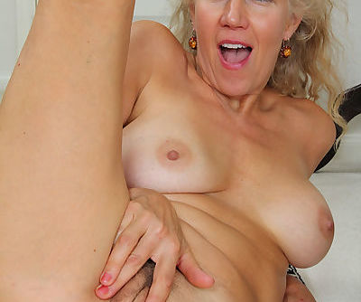 Horny model with hairy pussy Cally Jo is penetrating her tight gape