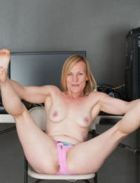 Older female Cody Hunter undresses to show her twat at her home office