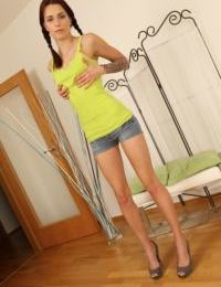 Amateur undressing session with hot teen babe in high heels Vena Henna