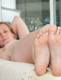 Mature woman Cody Hunter shows off her spread snatch and bare feet in the nude