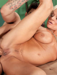 Farrah Rose works younger man and enjoys harsh anal in extreme scenes