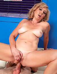 Marketable bazaar granny Jasmine Fields gets nub fucked wits their way influentially younger darling