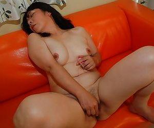 Sayuri Nozawa is revealing her hard nipples while naked on camera