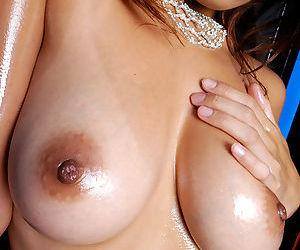 Seductive asian shrew Azusa Isshiki uncovering her voluptuous curves