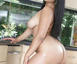Asian babe with a round ass Kya Tropic posing naked in the kitchen