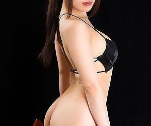 Attractive Japanese girl gets mainly the brush knees wide delight the brush gentleman side