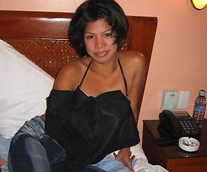 Filipina first timer takes off her jeans on her way to posing nude
