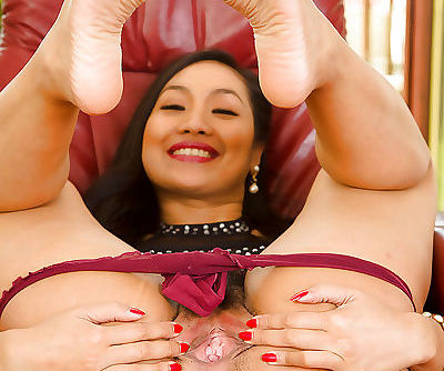Amateur- slender Asian courtesan Amy Latina gets really wet