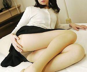 Exotic Asian MILF Yukiko Asaba spreading hairy Oriental bush
