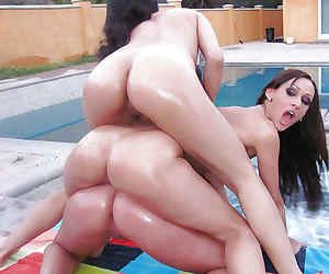Asian lesbian with a tight booty Kerry Louise spreading her cunt