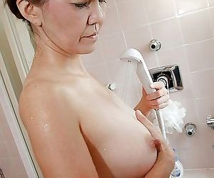 Asian MILF Kimie Kuwata exposes will not hear of chattels in close up to the fullest taking shower