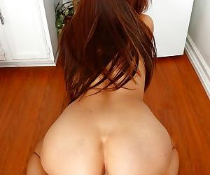 Brunette chick Sami Parker twerks her butt before spreading her labia lips