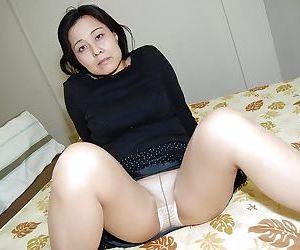 Close up masturbating scene features fatty Asian milf Mako Anzai