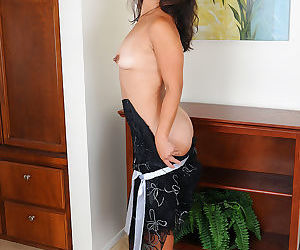 Fun loving sexy mature Samantha W shows her small saggy tits & fingers