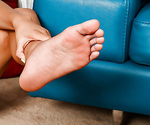 Sassy asian amateur revealing her sexy soles and inviting honey pot