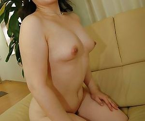 Asian MILF gets rid of her lingerie and exposes her hairy cunt