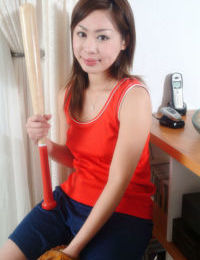 Brunette Asian teen Yumi teases her amateur pussy with a bat