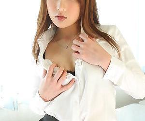 Pulchritudinous Japanese girl Rara Mizuki undressing to allow in their way sweet small special