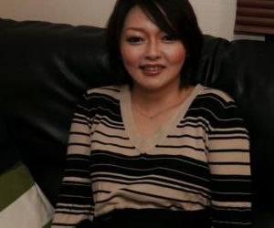 Oriental mother Mika Aoto masturbates her hairy Asian pussy close up