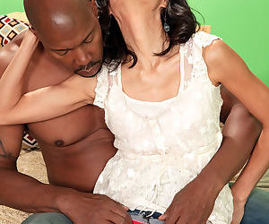 Mature housewife Sahara Blue gets her hairy pussy licked in interracial tryst