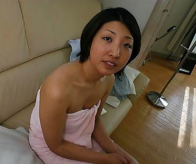 Frisky asian MILF Emi Ishibashi showcasing her seductive curves