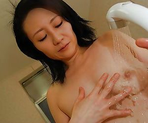 Peachy asian MILF taking shower and fretting say no to soapy conclave