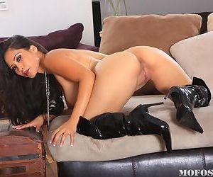 Asian milf babe Jessica Bangkok masturbating in high boots